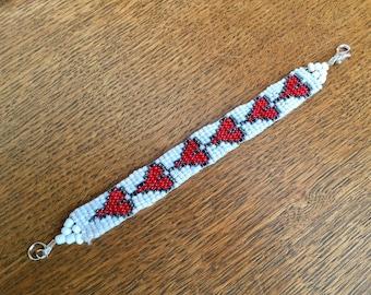 Bracelet beads woven red/black/white hearts pattern