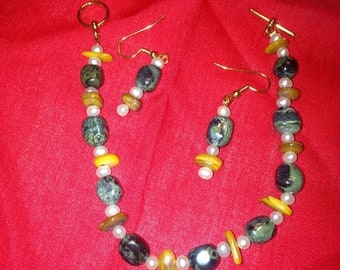 Green and yellow jasper with freshwater pearls bracelet with earrings