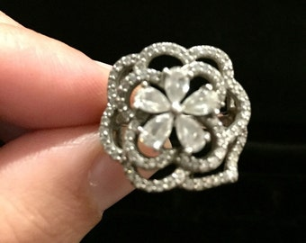 R 209  Sterling silver flower ring approx size 5 3/4. Marked N 925 CN.