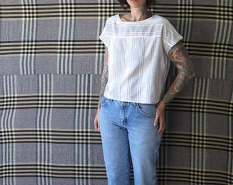 70s vintage blouse// white and black woven cropped hem blouse// small medium