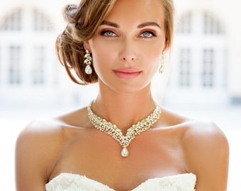 Silver or gold Bridal backdrop necklace. Bridal back necklace. Chunky bridal necklace. Bridal choker necklace. Crystal bridal necklace.