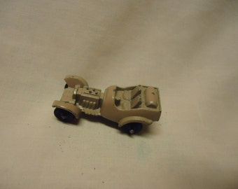Vintage Tootsietoy Metal Tan Roadster Toy Car, collectable, USA