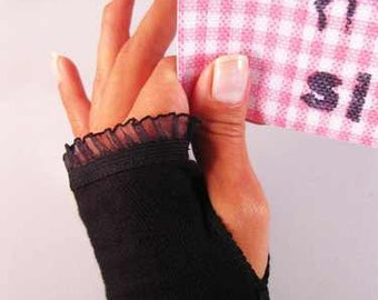 Arm warmers, fingerless gloves in black with thumb hole