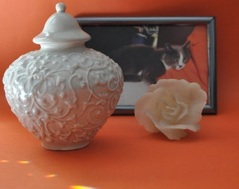 Handcrafted Urn for Pets, Cremation Cat Urn, Elegant Small Cat / Dog Urn, Artistic Pet Urn, White Burial Urn for Pet Ashes, Memorial Dog Urn