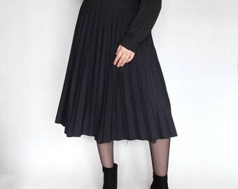 Vintage 90's Pleated Midi Skirt; Navy blue/Black skirt in grunge style; school style skirt