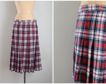 vintage pleated wool plaid skirt - plaid tartan skirt / Pendleton skirt - 80s red plaid skirt / holiday skirt- Christmas skirt - large - xl