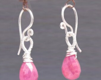 Smooth pink sapphire with wrapped loop Victorian 159