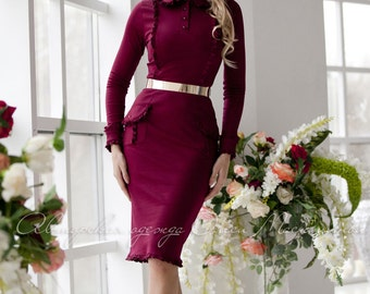 """Stylish knitted dress in the trendy maroon color """"Marsala"""" with textured pockets and ruffle. Midi dress"""