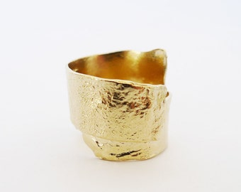 The Lava Hug. Unique Textured 14K Gold Ring. OOAK Handmade Wide Ring. Organic Design. Stylish Statement Gold Ring. Art Jewelry. Solid Gold.