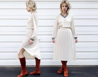 Vintage 70s Off White Black Striped Elastic Waist Long Sleeve Mid Length Lightweight V Neck Dress S/M