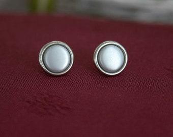 Minimal metal round earrings