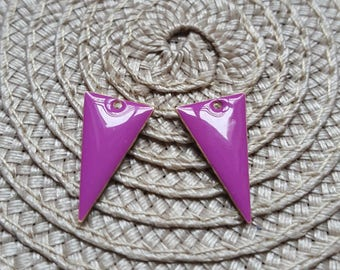 The 2 charms sequins enamelled purple triangle with raw brass base