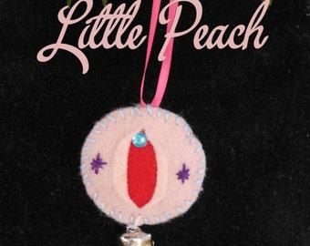 Little Peach - ®iFelt Vaginas Small Ornament