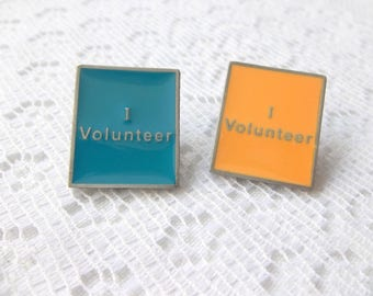 I Volunteer Pin