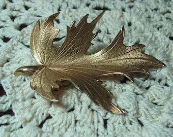 Vintage Lisner Gold-toned Leaf Pin