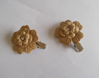 1 set of 2 beige faux leather and rhinestone flower hair clips