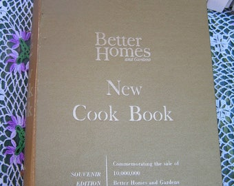 Vintage Better Homes and Gardens New Cook Book Souvenir Gold Edition 1965 Binder Style Mid Century