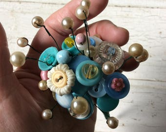button flower bouquet,button posies,buttons,beads,reclaimed beads,rescued buttons,gift,package embellishment,blue and white,button flowers