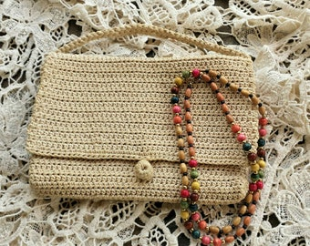 Knitted handbag with wood beaded necklace/vintage handbag/makeup bag/knitted bag/wood beaded necklace/vintage necklace/beaded necklace