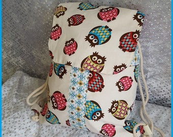 bag has back patch pockets and flap