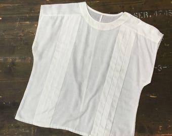Shoulder Fastening White Blouse