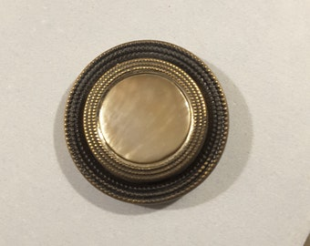 Vintage mother of pearl button - early 1900's.