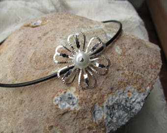Leather choker with flower