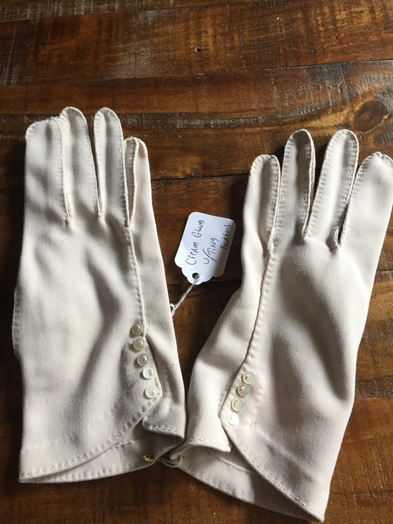 Beautiful Vintage 1950s Cream Colored Women's Gloves with Petite Buttons