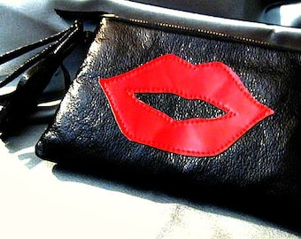 Vegan Purse with Applique Lips, Faux Leather Wetlook Clutch in Black