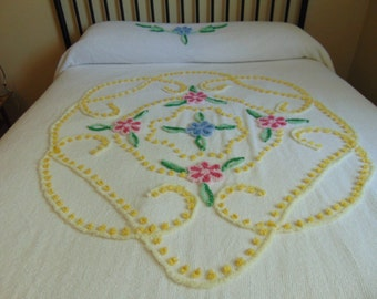 REDUCED - Vintage White Floral Cotton Chenille Bedspread with Fringe, Double/Queen