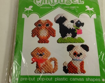 Canvas Pre-Cut/Pop Out/Animal Shape Magnets Kit By Carousel/Acrylic Yarn/New (A)
