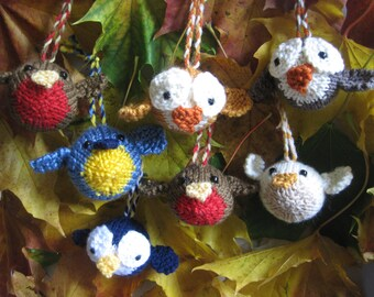 KNITTING PATTERN in pdf to make Seasonal Birdie Baubles | DIY Christmas Baubles tree decoration pattern comes as an instant download
