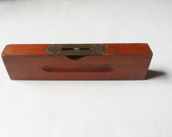 Stanley Level 102, Cherry Wood Carpenter's Level with Brass Plate and working Bubble