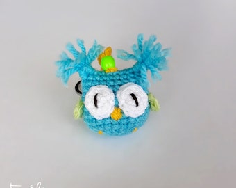 Crochet Owl Keychain in Blue Green Yellow - Amigurumi Eule Schlüsselanhänger