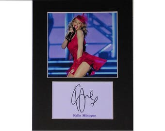 Kylie Minogue printed signed autograph 8x6 inch mounted photo print display