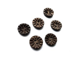 6 Coconut Buttons 13mm - Carved