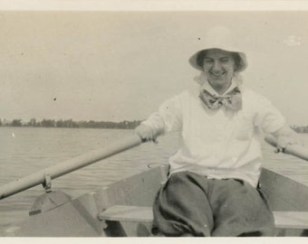 vintage photo 1917 Young Lady Row Row your Boat