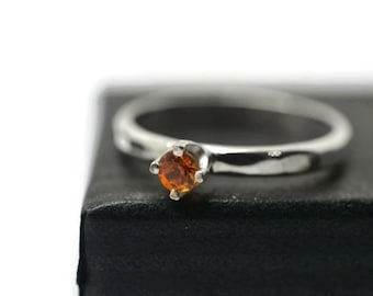 Sapphire Engagement Ring, 3mm Orange Sapphire Ring, Natural Sapphire, Minimalist Sterling Silver Claw Ring, Shiny or Oxidized Silver Ring