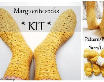 KIT to crochet socks - Marguerite socks: PDF pattern + yarn and stitch markers - Dye lot B