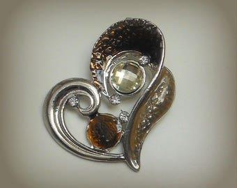 Brown heart pendant & rhinestones