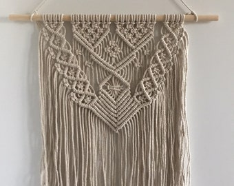Macrame wall hanging/Macrame wall-mounted/natural/wall hanger/hanging/wall decor/boho/wall decoration/Macrame wall hanger/Mother's Day