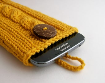 Gold Smartphone Case for Samsung Galaxy Note 2 to 6  Handknit Cotton Round or Leaf Shaped Coconut Button Crocheted Loop  Gift under 30