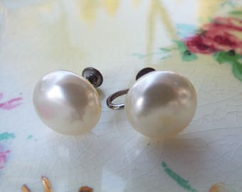 vintage earrings, pearl look earrings, screw on earrings
