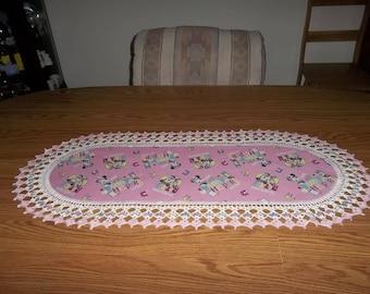 Minnie Table Runner, Daisy Table Runner Dresser Scarf, Pink, Oval Table Runner, Girls Bedroom Decor, Handmade, 16 X 36, Gift