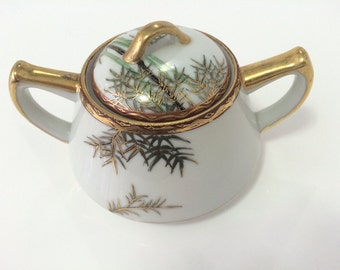 Japanese Kutani porcelain sugar bowl with Bamboo motif