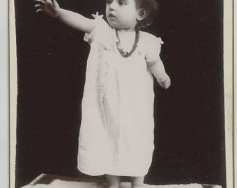 Beautiful little girl in white dress, unusual superb vintage child photograph Cabinet Photo 1900s Victorian Edwardian Cabinet Card #C44