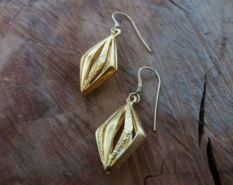 Three Dimensional Textured Losange Gold Drop Earrings