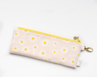 """9.5"""" x 3.5"""" Top Zippered Pouch // Daisies"""