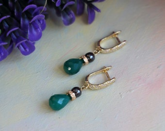 Earrings with chrysoprase and hematite, gold-plated