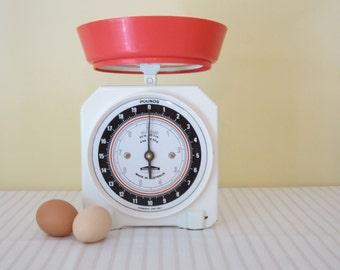 VINTAGE PERSINWARE kitchen scales - 720 model, Australian made